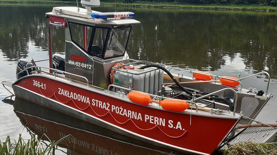 Łódź wyposażona została w specjalistyczny sprzęt  ratowniczy.