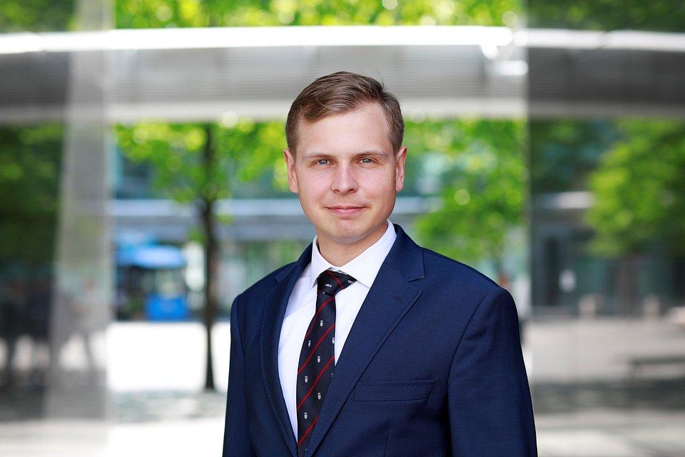Adam Wilgus, Investment Analyst w Dziale Corporate Finance w Colliers International
