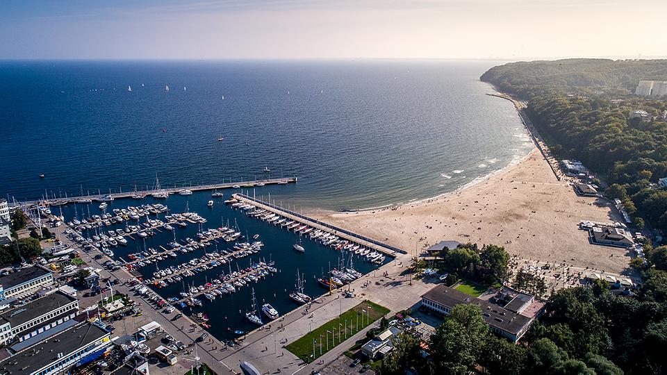 Gdynia, port jachtowy i plaża miejska