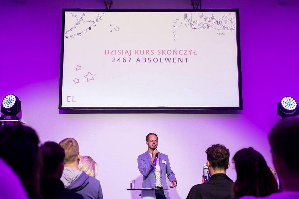 Marcin Tchórzewski, założyciel i CEO Coders Lab, podczas piątych urodzin najstarszej polskiej szkoły IT.