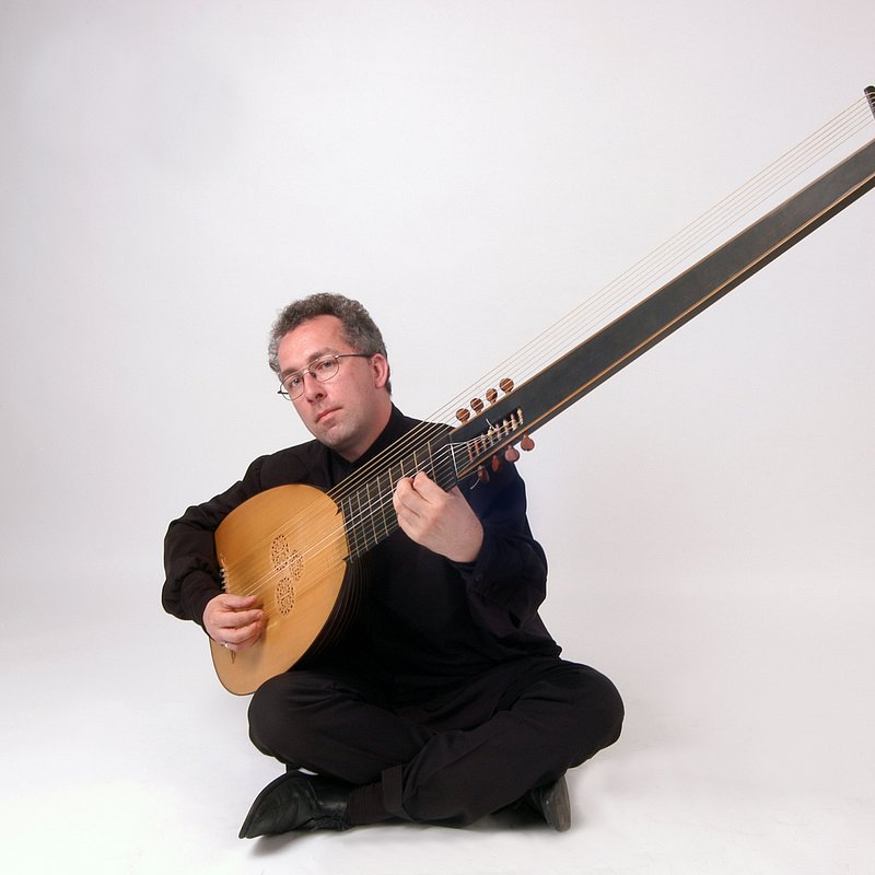Anton with theorbo big size_14.07.2012.jpg