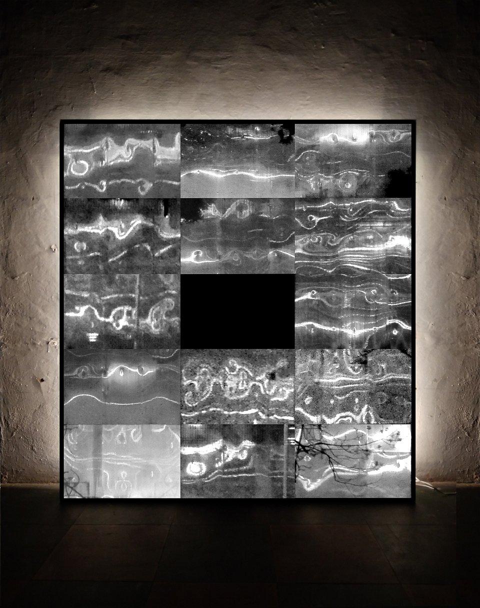 Kondensat Chaotyczny, 2018, 120x130 cm, aluminium, płyta pet, folia, listwy led