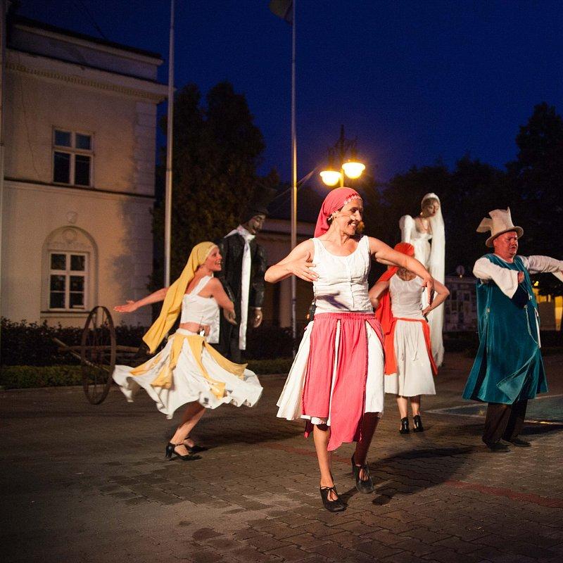 Teatr_Makata_Wesele_fot_Aleksander_Szamałek (5).jpg
