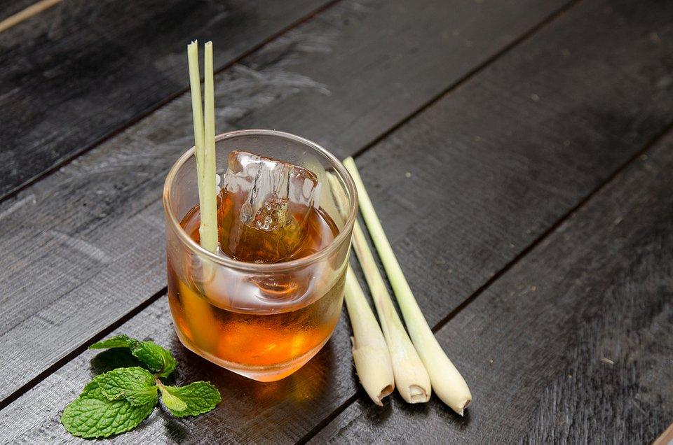 Herbata z trawą cytrynową i miętą.jpg