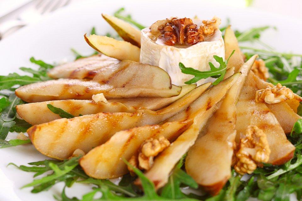 Bakalland_Grillowana gruszka z kremowym serem i chrupiącym, orzechowym akcentem.jpg