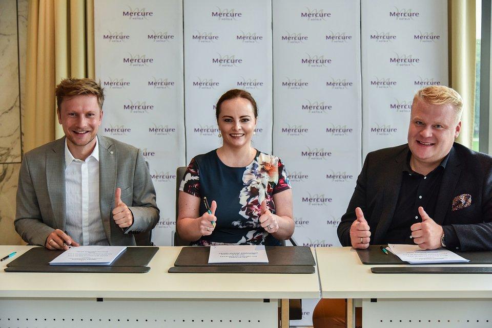 Od lewej: aktor Jakub Wesołowski, Sylwia Maśluk VP talent & culture Eastern Europe Accor, Sebastian Jóźwiak prezes zarządu Polish Business Promotion
