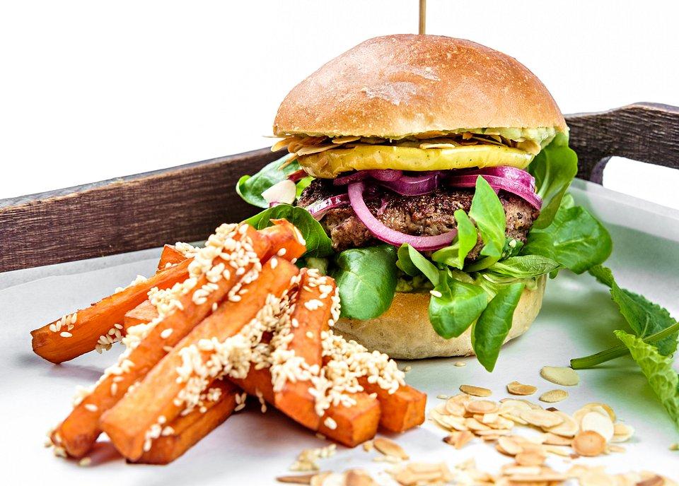 Bakalland_Wegetariański burger z płatkami migdałów.jpg