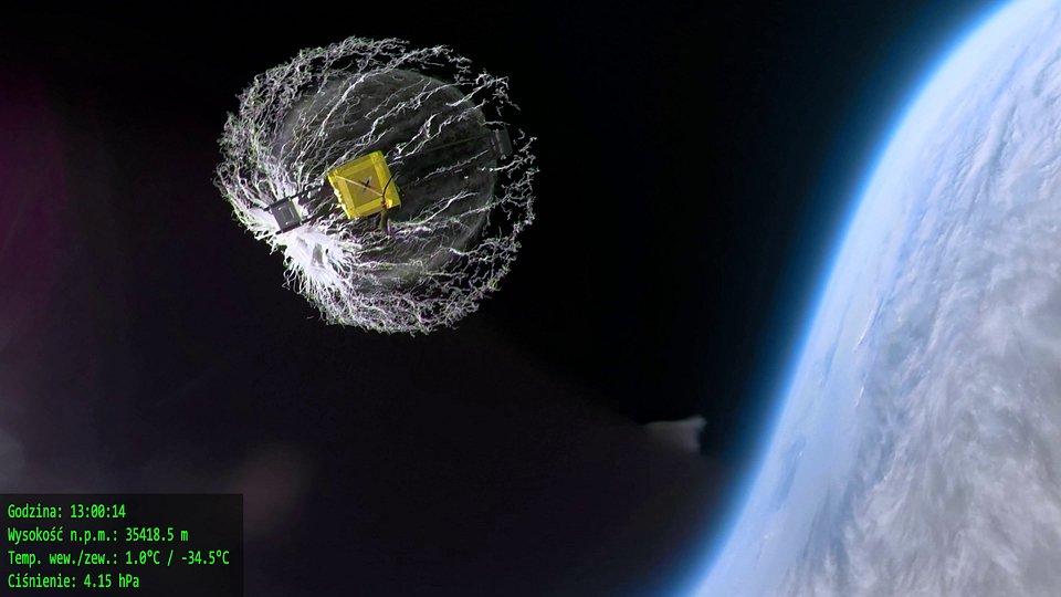 x-kom wysłał smartfon w kosmos 8.jpg