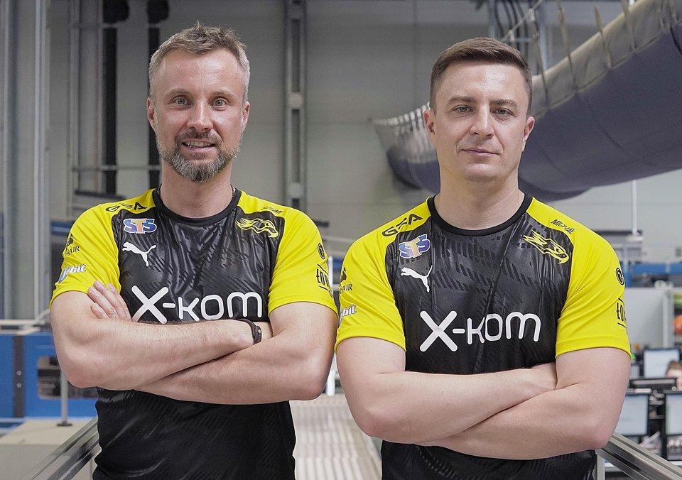 Prezes AGO Esports Jakub Szumielewicz i prezes x-kom Michał Świerczewski