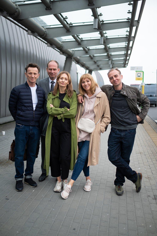 Paweł Wilczak, Marcin Perchuć, Magdalena Popławska, Sonia Bohosiewcz i Wojciech Mecwaldowski na planie serialu