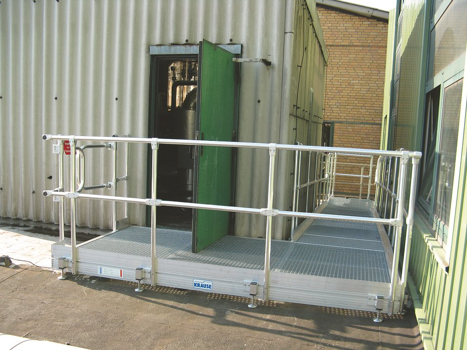 Barierki systemowe_KRAUSE_Platforma na placu budowy.jpg