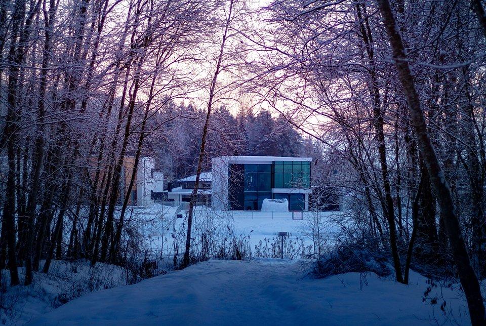 dom zimą 2 [fot. Unsplash].jpg