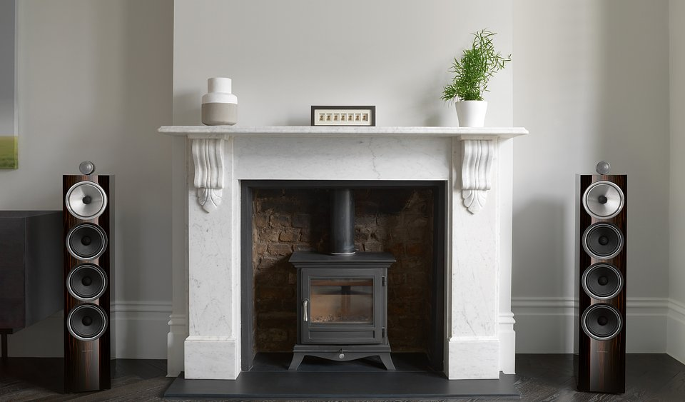 High--702 Signature Fireplace Grilles Off.jpg