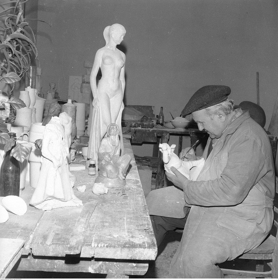 Fabryka Porcelany w Ćmielowie, 1975, fotografia pochodzi ze zbiorów Narodowego Archiwum Cyfrowego