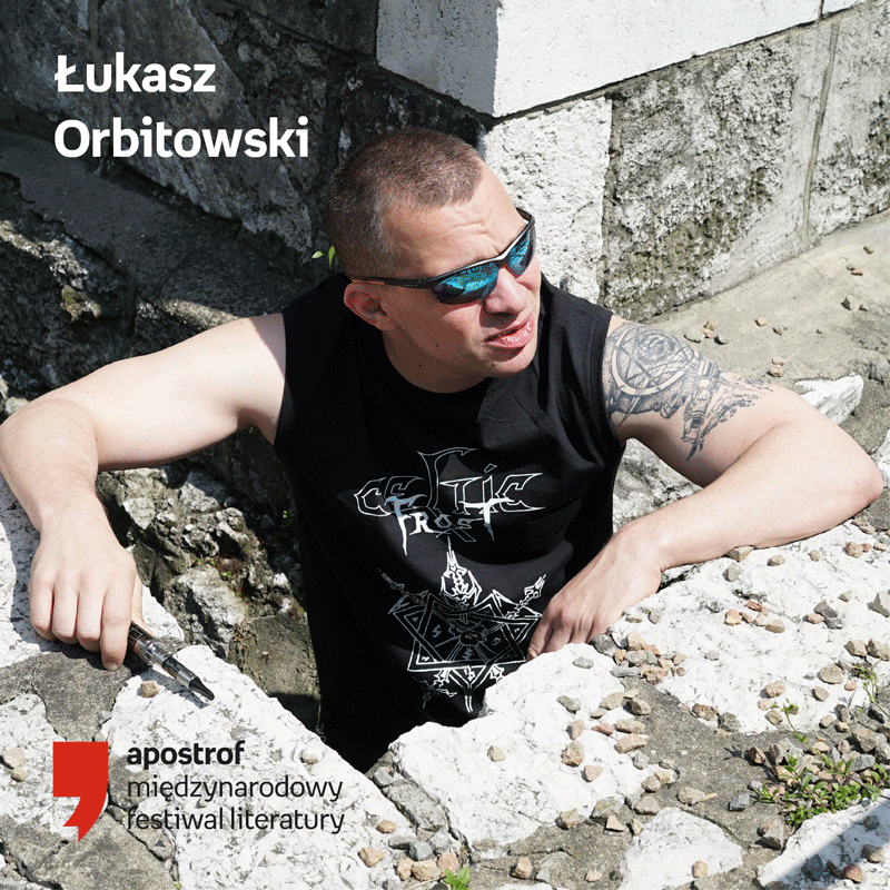 APOSTROF_GRAFIKA_ŁUKASZ_ORBITOWSKI.png