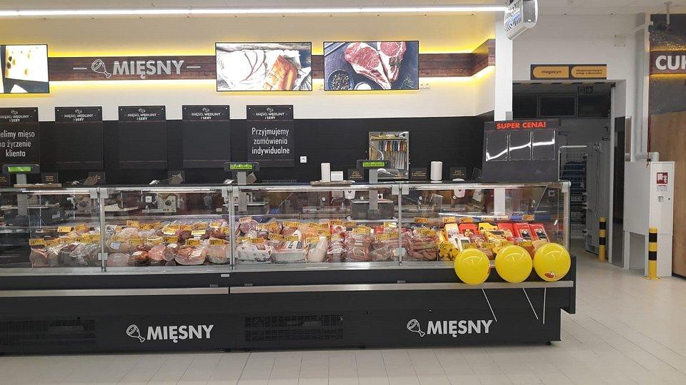 Lada z produktami na wagę w sklepie w Chełmnie