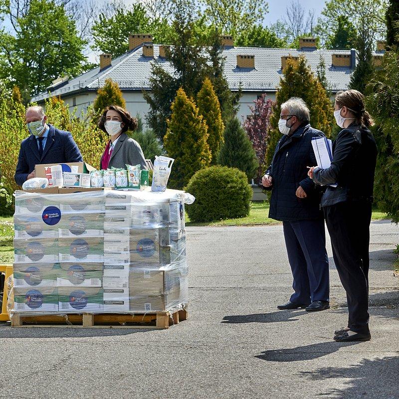 3_KHA7871 fundacja biedronki przekazanie darow DPS Mienia.jpg