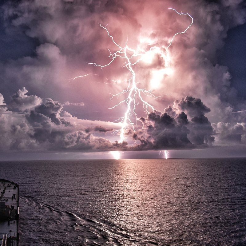 Lightning strike in Gulf of Mexico by @asharscaptures from India.jpg