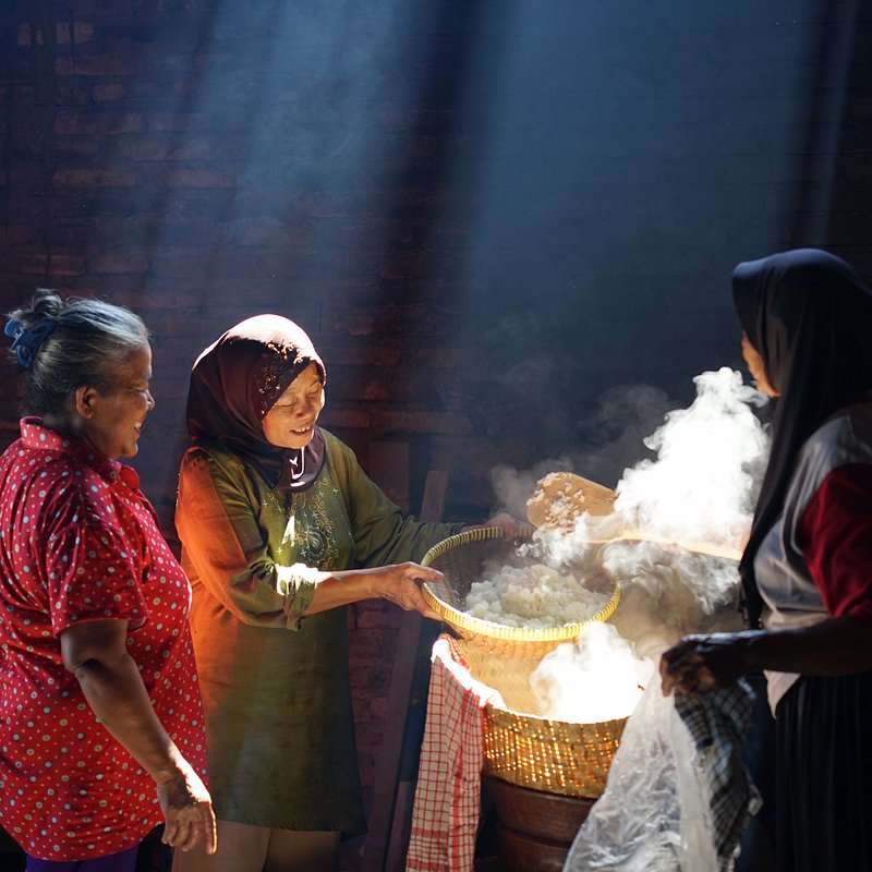 Traditional rice cooking by Arief Dharma Kurniawan (Indonesia).jpg