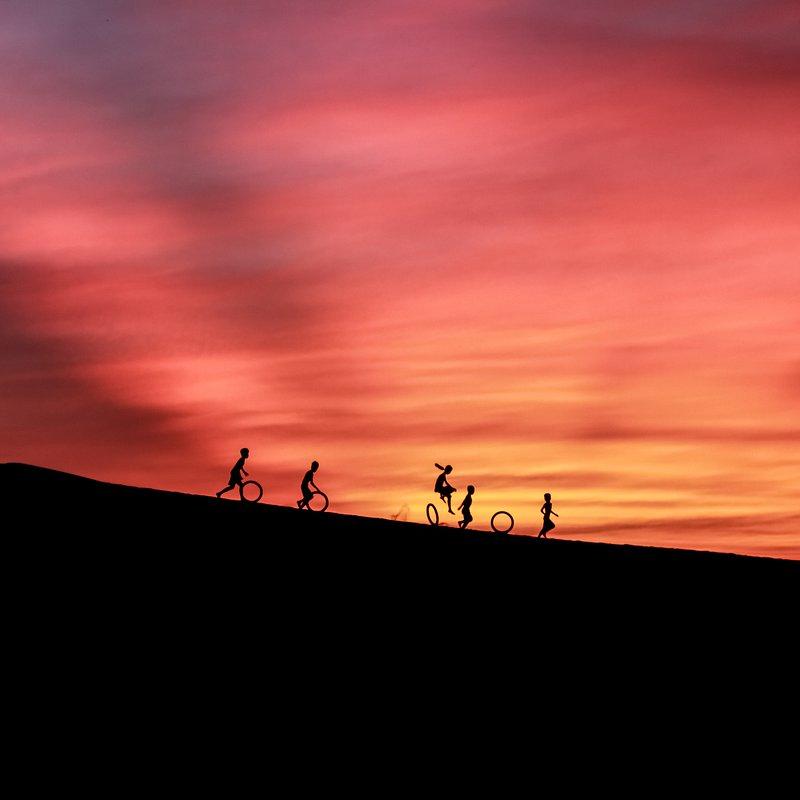 On sand dunes by Ngo Van Diep (Vietnam).jpg