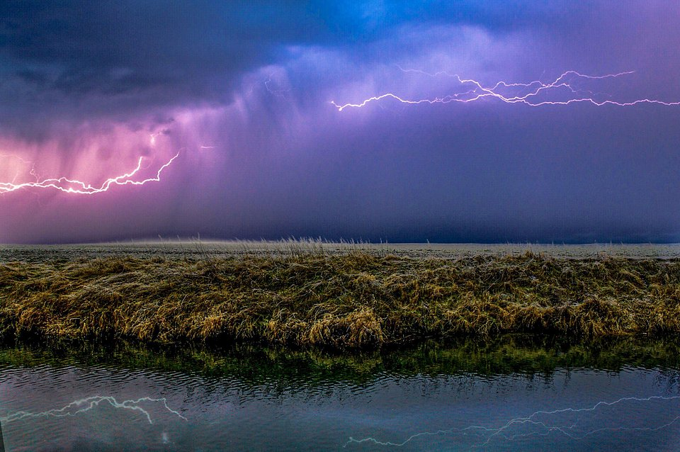 Dramatic storm clouds in Giesen, Germany (Alexander Plunze / AGORA images)