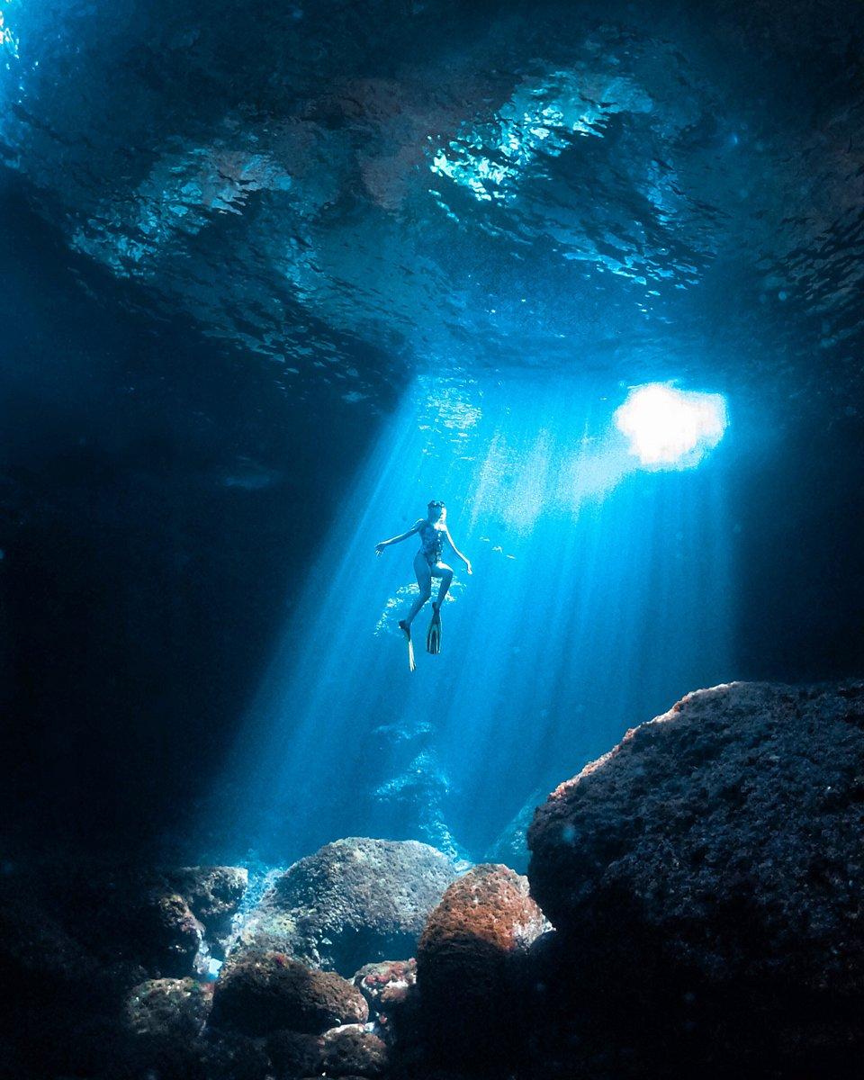 Diving in Menorca, Spain (Dan Florit/AGORA images)