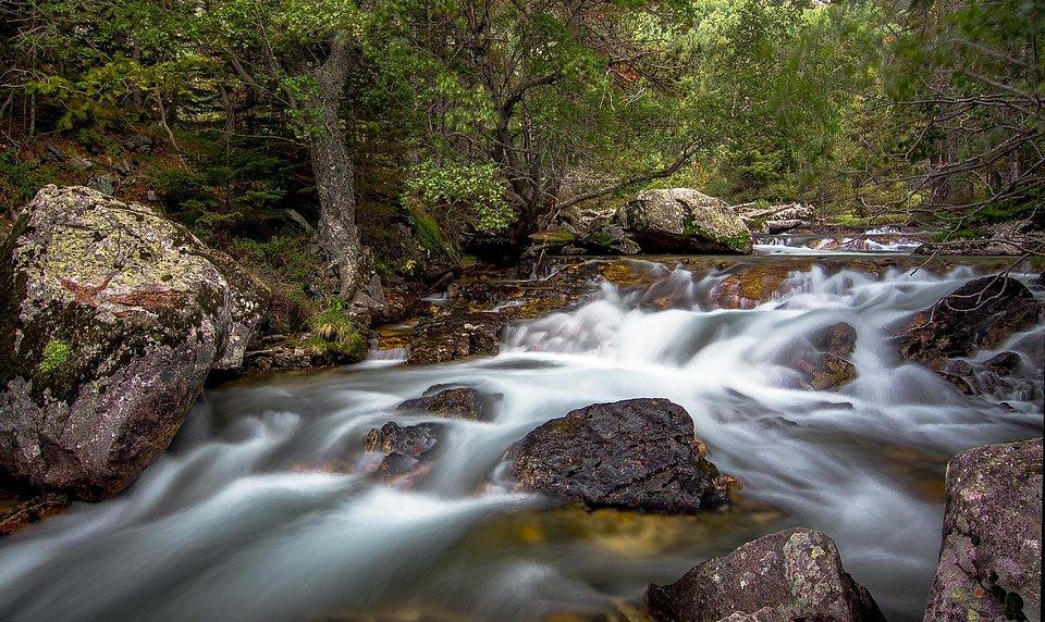 Long exposure shot of Catalonian river, Spain (Tony Garnica Puentes/AGORA images)