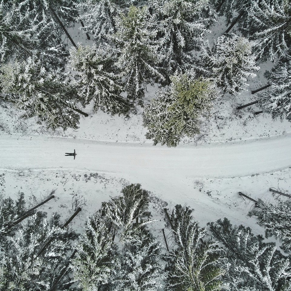 Snow angel in the making, Germany (Perry Wunderlich/AGORA images)