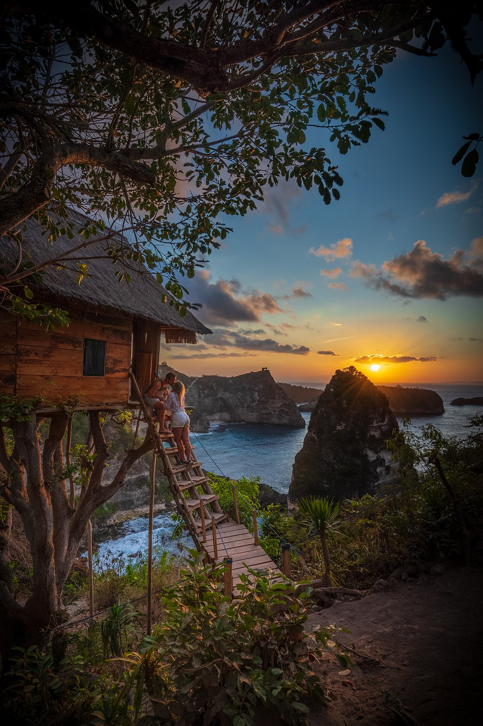 Young couple kissing as the sun sets in Bali, Indonesia (Daniel Dahni/AGORA images)