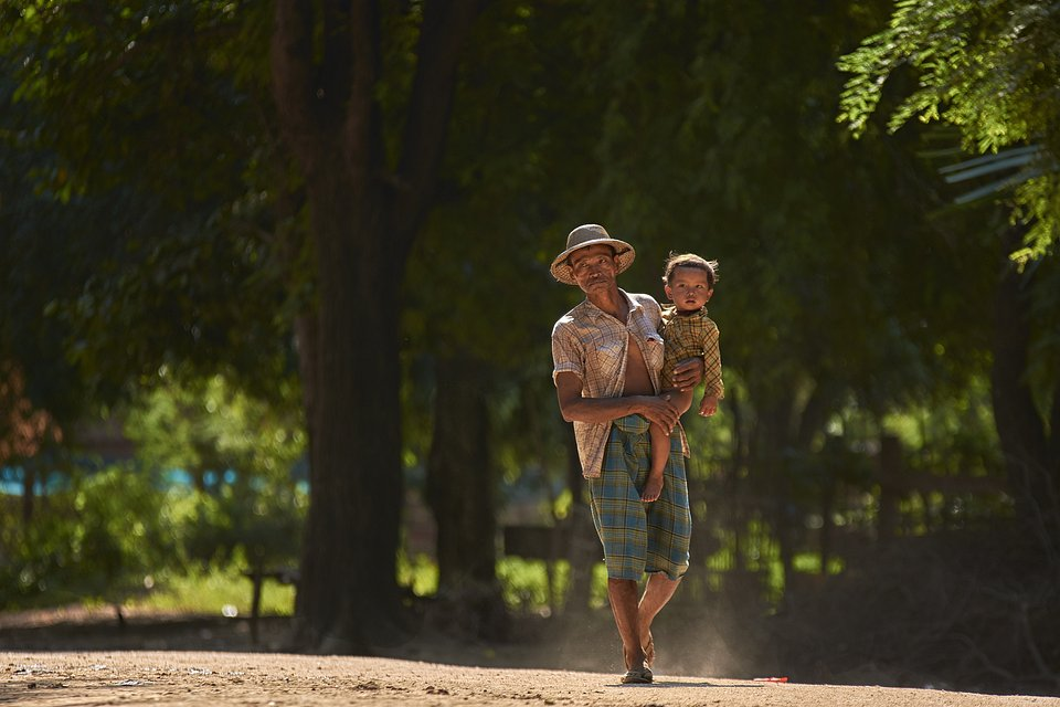 A father and his son in Yangon, Myanmar (Thant Zin/AGORA images)