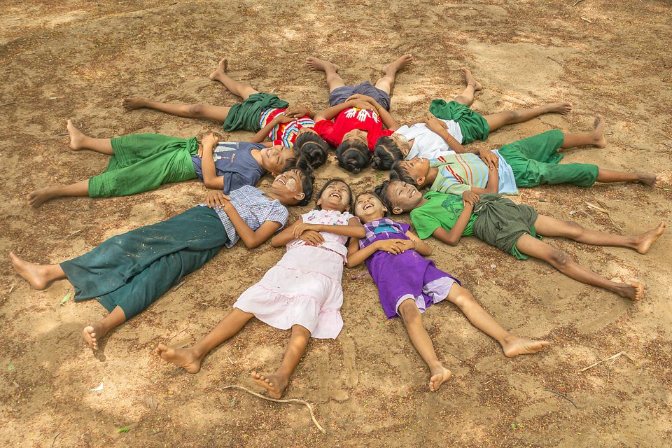 Children in Myanmar (Phyo Moe/AGORA images)