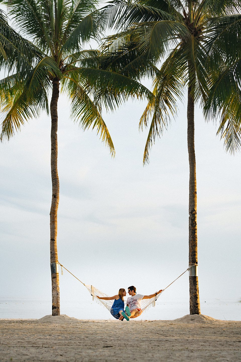 Self portrait of the photographer and his girlfriend travelling in the Philippines (Carles Alonso/AGORA images)