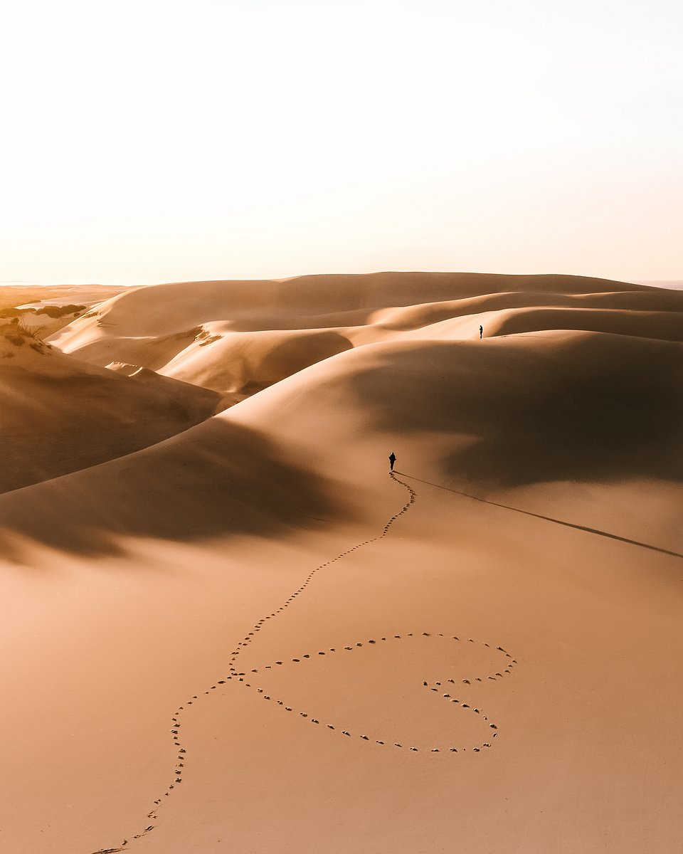 A lonely heart in the desert of Morocco (Jordi Sark/AGORA images)