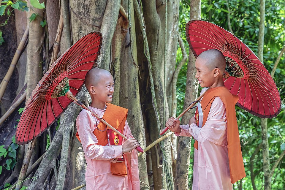 Two friends having a lovely moment in a temple in Myanmar (Hla Moe Naing/AGORA images)
