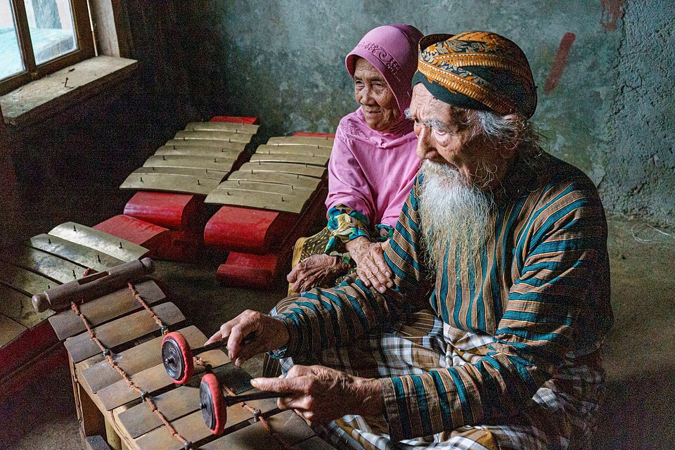 Elderly couple enjoying simple moments in their long and loving life together, Indonesia (John Harris Nadeak/AGORA images)