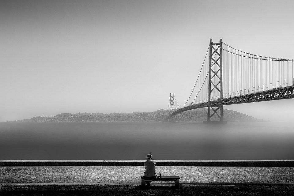 Lonely man looking at the horizon in Kobe, Japan (Patricia Soon/Agora)