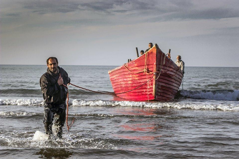 Fishermen on the shores of the Caspian sea, Iran (Mohammad Moheimani/AGORA images)