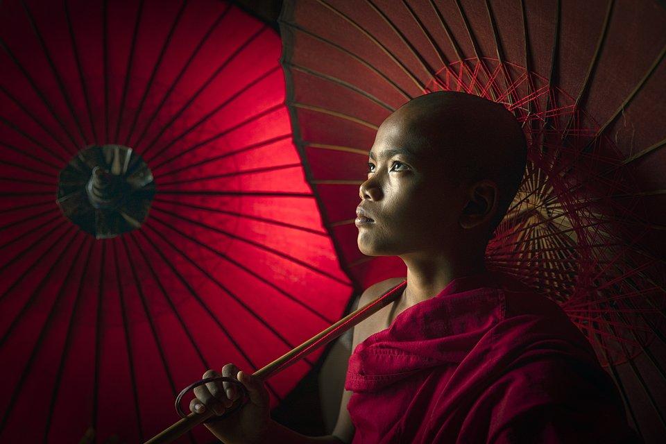 Fierce-looking monk at the Naipyidó pagoda (NAING TUN WIN BAGAN/AGORA images)
