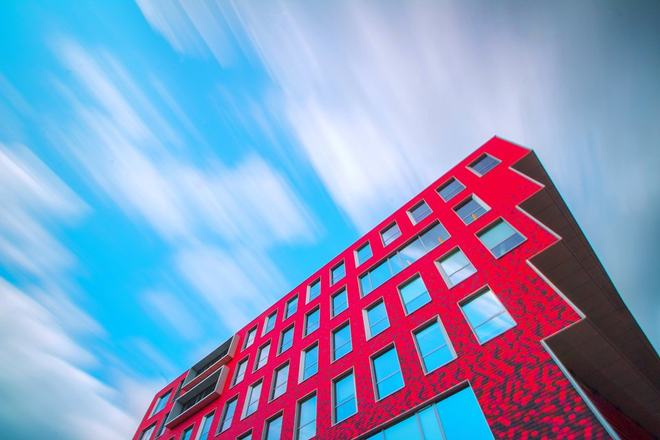 Symbolic red architecture under windy moving clouds (Rockson/AGORA images)