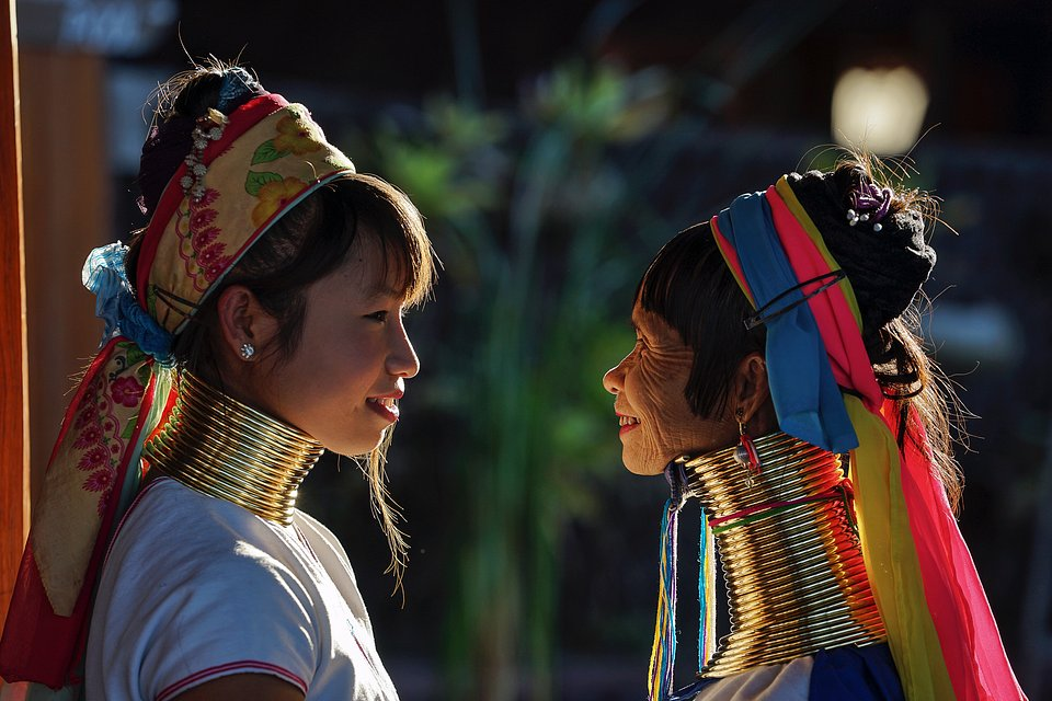 Kayan women, also known as 'giraffe women' traditionally wear neck-rings from the age of 8. The photographer captured here a sweet mother-daughter moment. (Wadi Aye/AGORA images)
