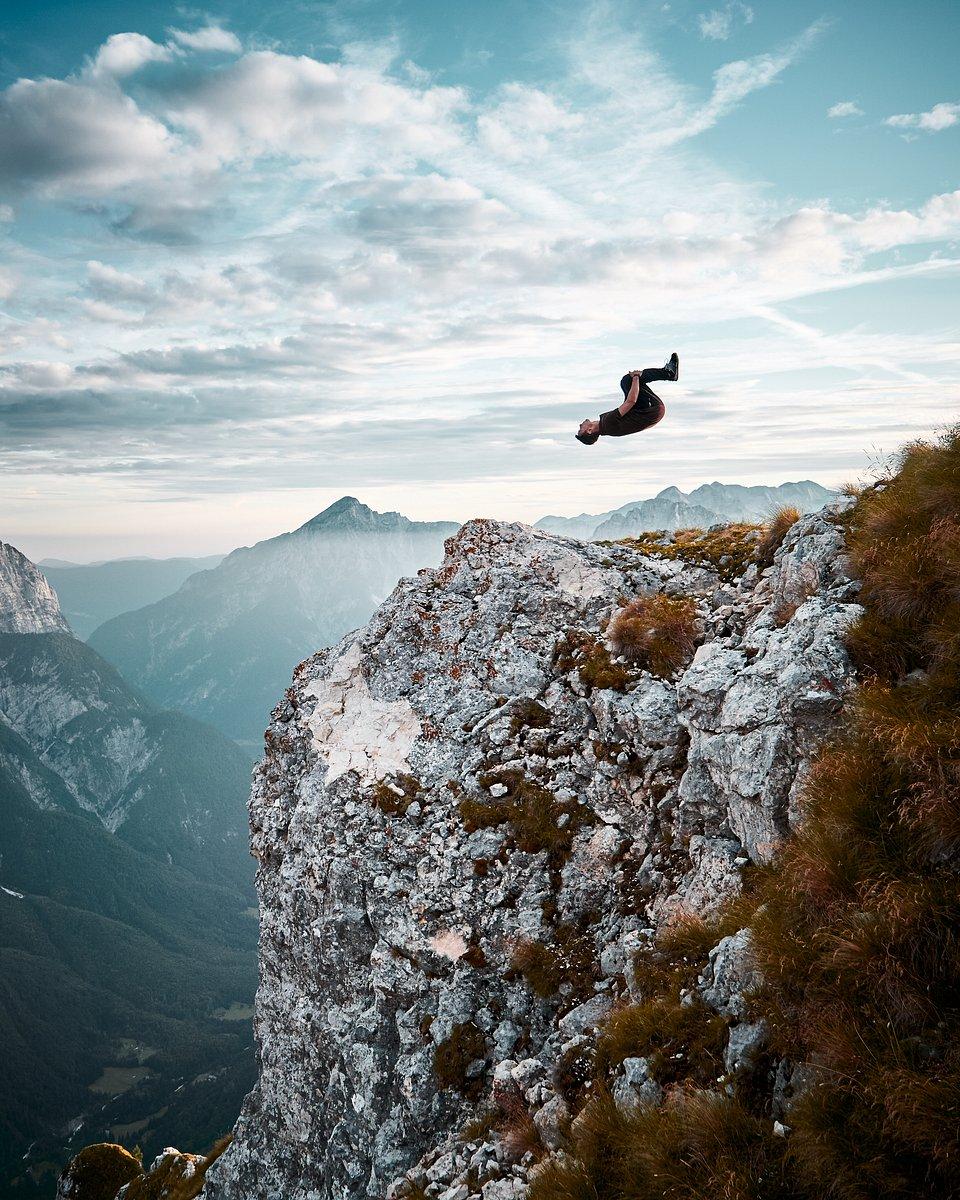 📍Mangart mountain, Slovenia (Michael Harding/AGORA images)