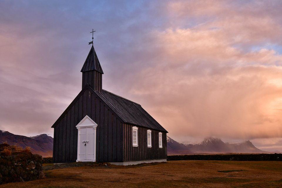 📍Budir black church, Iceland (Perry Wunderlich/AGORA images)