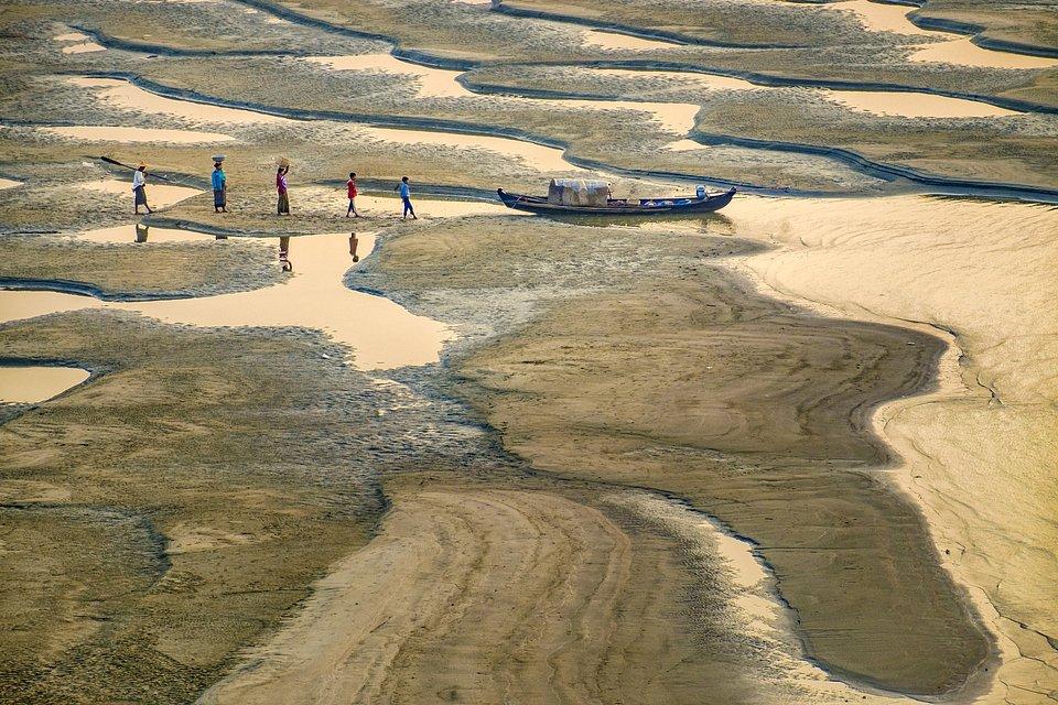 (Than Htun/AGORA images)