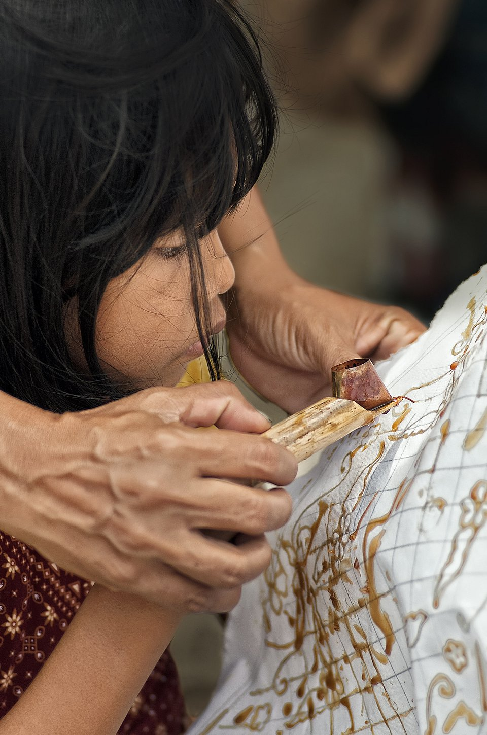 This little girl is learning the traditional Indonesian art and craft of batik. (Wibowo Rahardjo/Agora)