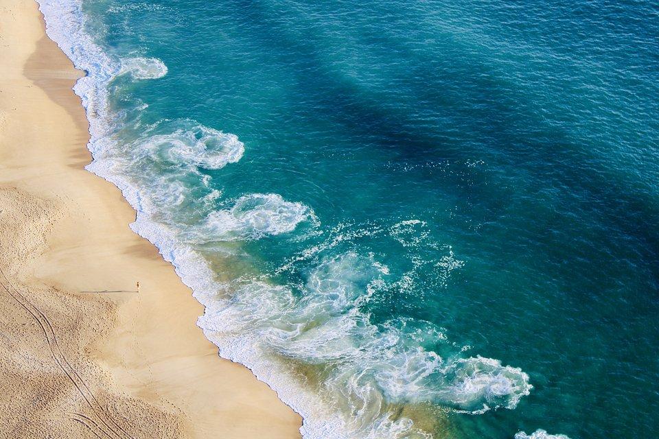 Pereira elegantly captures the sea and the tide movements in Nazaré village, Portugal. (Olga Pereira/Agora)