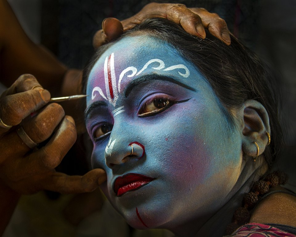 During the holy season of Charak, little girls like to dress as Lord Krishna, the most famous romantic male character of Indian mythology. (Agora)