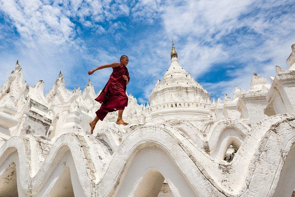 Location: MyaTheinTan Pagoda, Saggaing, Myanmar