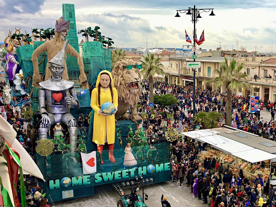 Location: Viareggio Carnival Festival, Italy
