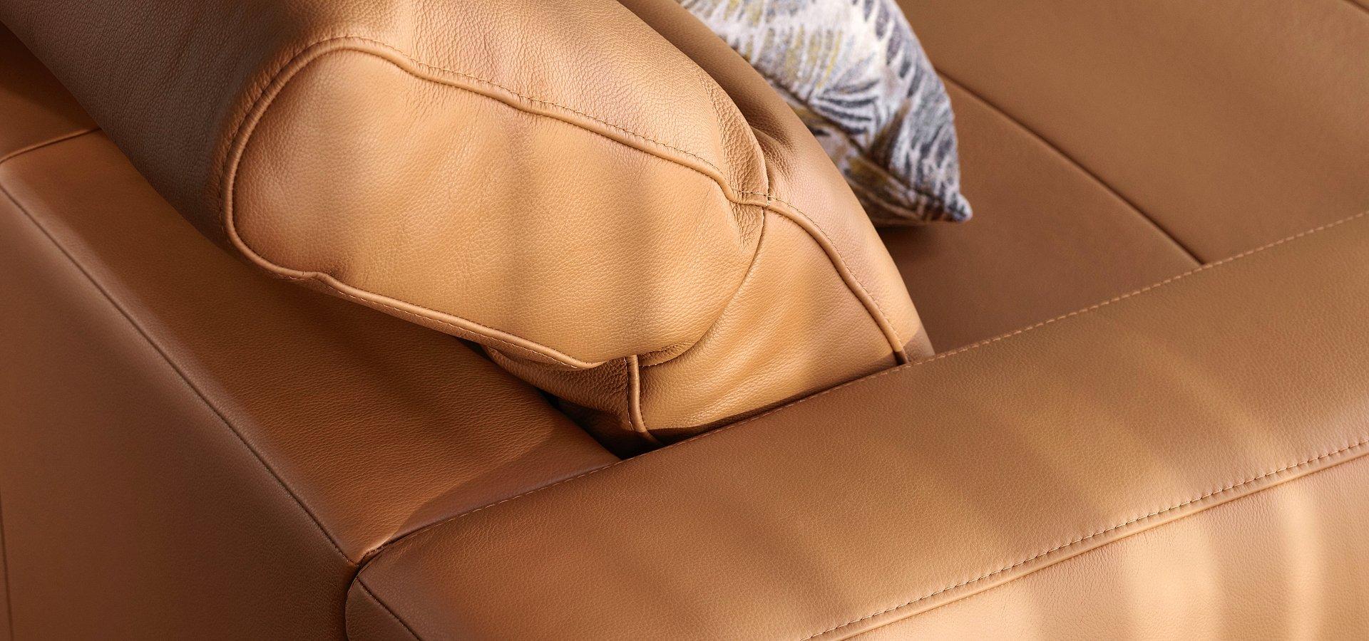 BoConcept prezentuje nową sofę Zürich do niedużych przestrzeni.