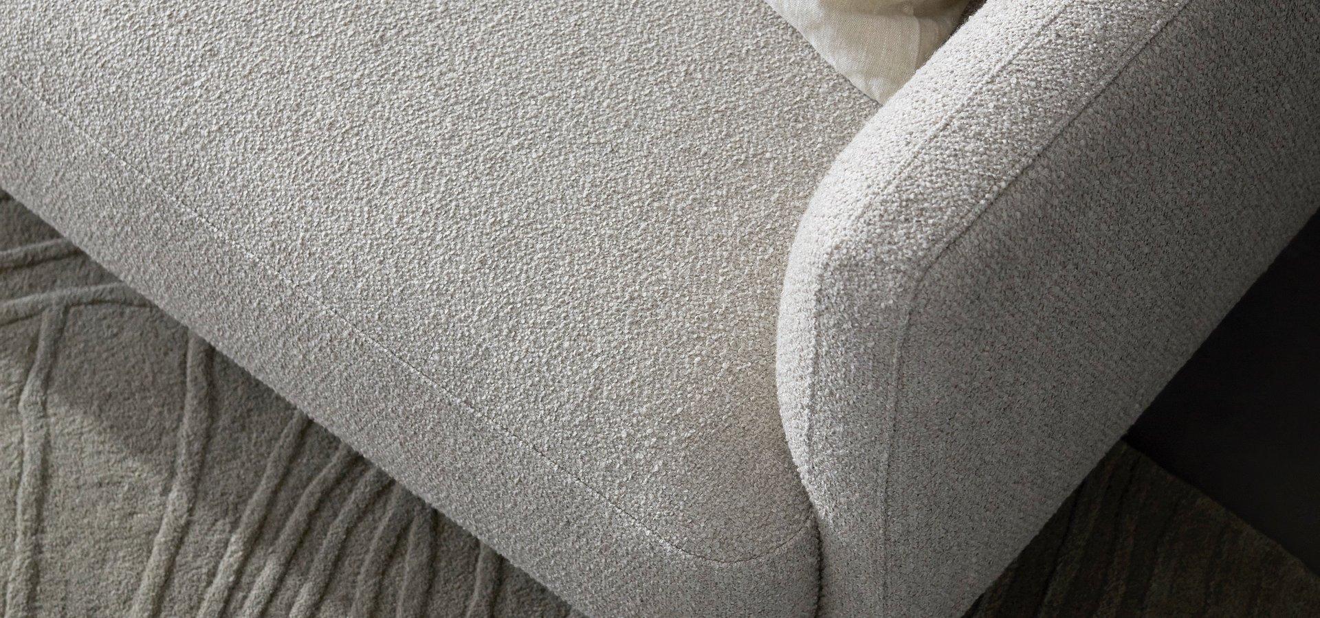 BoConcept przedstawią nową sofę Modena o organicznym kształcie.